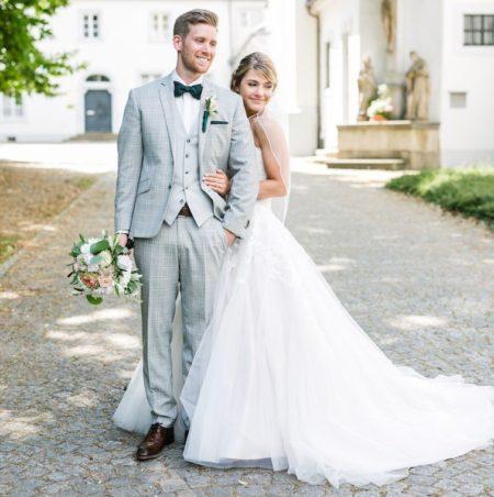 Hochzeitsanzug in hellen Karos