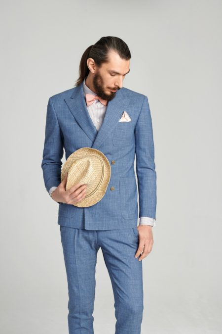 Zweireihiger Anzug in sommerlicher Optik