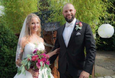 Überall Blumen: als Brautstrauß, Boutonniére und Tattoo