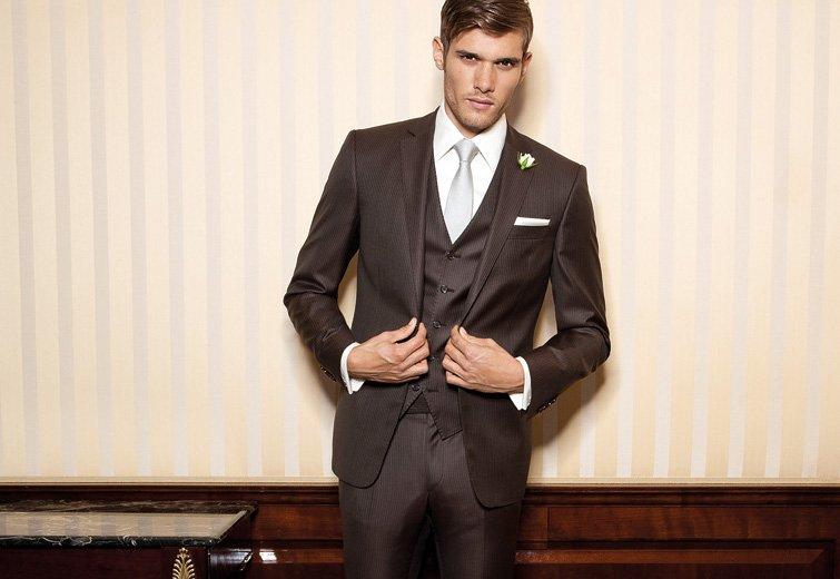 Im braunen Anzug zur Hochzeit