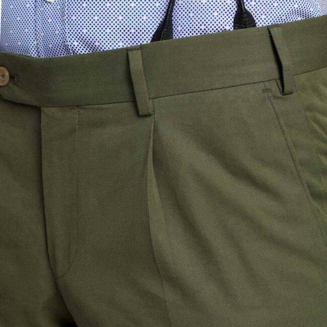 Hose mit einer Bundfalte