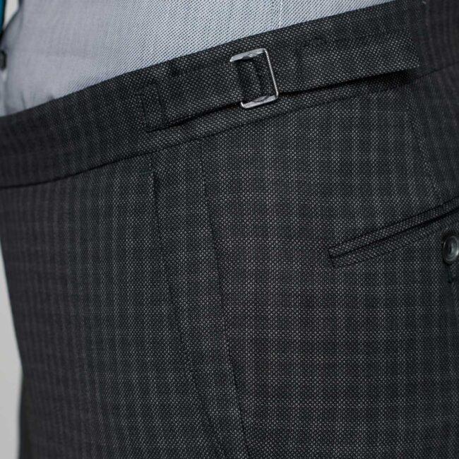 Hosenbund mit verstellbarem Riegel