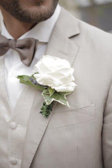Boutonnière: Keine Konkurrenz zum Brautstrauß