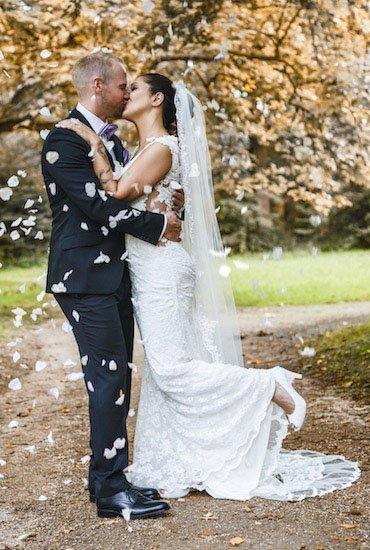 Der Bräutigam trägt Dunkelblau ...