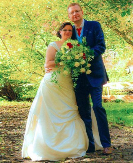 Hochzeitsanzug mit hellbaluer Weste