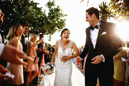 Hochzeit im schwarzen Anzug
