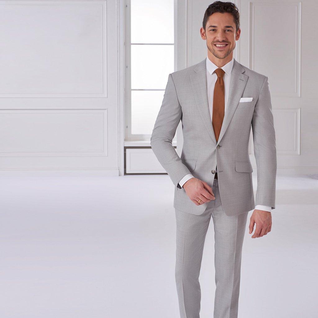 Maßanzug des Monats: Hellgrauer Business-Anzug