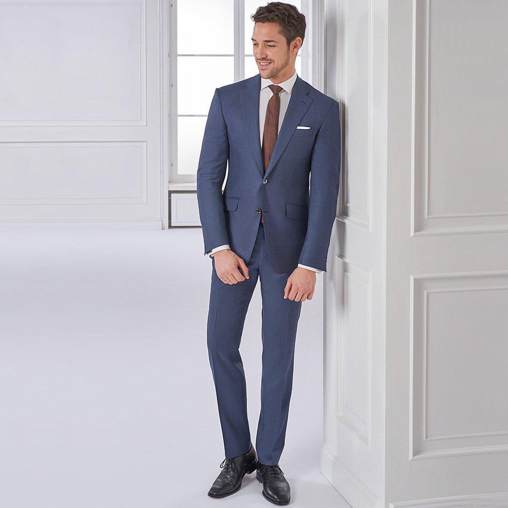 new product d0b17 d3804 Blauer Business-Anzug aus leichter Schurwolle