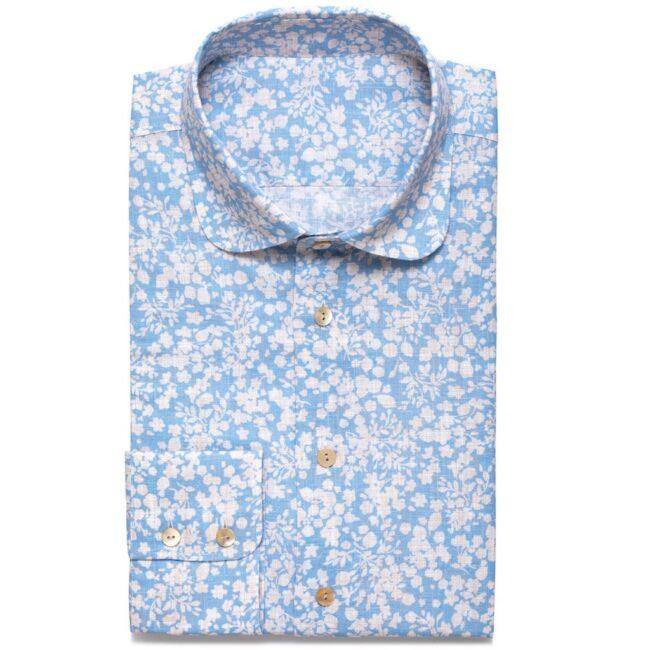 Hellblaues Leinenhemd mit floralem Muster