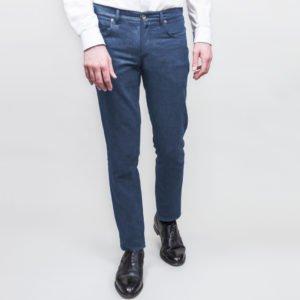 Dunkle Jeans nach Maß