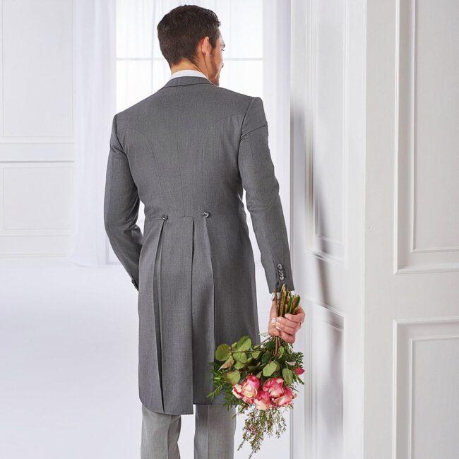 Grauer Cutaway zur Hochzeit