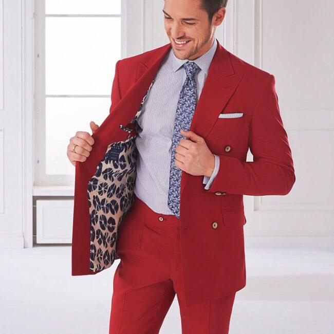 Roter Doppelreiher Anzug