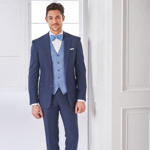 Taubenblauer Anzug mit Hochzeitsweste