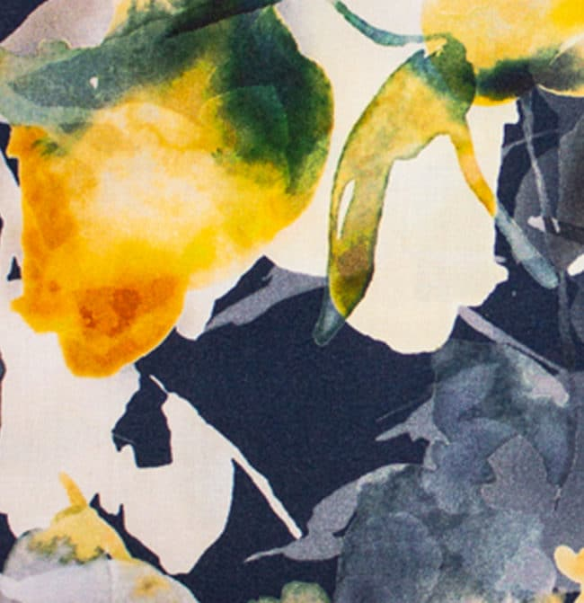 Blumen dunkel detail   Sommerhemd mit tropisch-blauem Muster