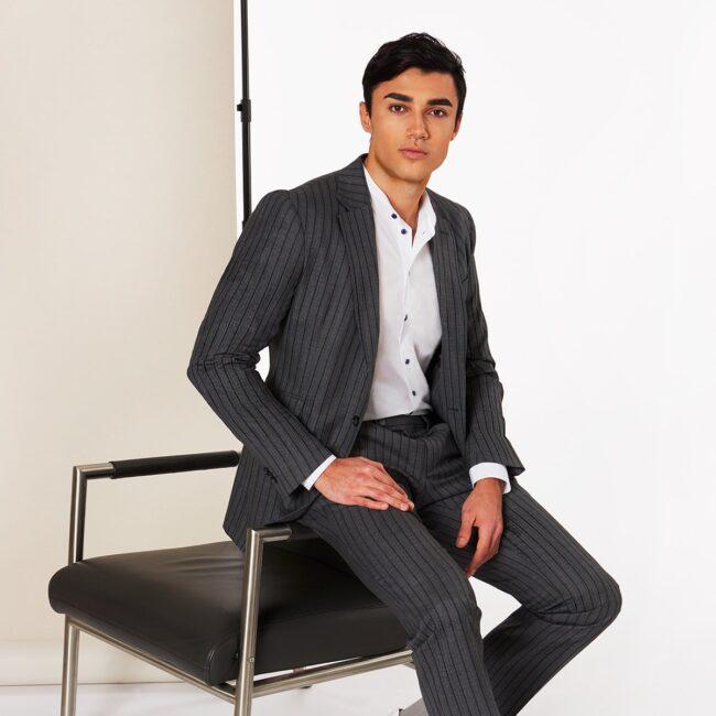 A Grau Gestreift - Leichter Wollanzug Grau mit Blauen Nadelstreifen