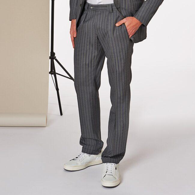 A Grau Gestreift pants - Leichter Wollanzug Grau mit Blauen Nadelstreifen