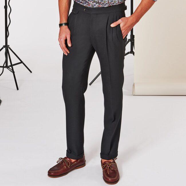 Hose Schwarz - Schwarzer Anzug mit leichtem Smart Casual Sakko und Bundfaltenhose