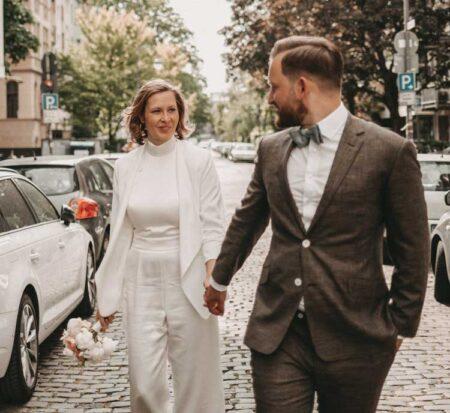 Braune Hochzeitsanzüge sind modern
